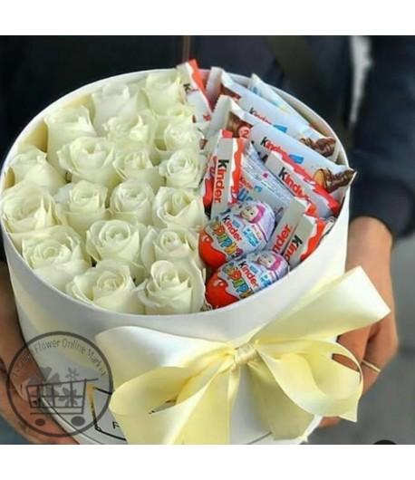 باکس گل رز سفید و شکلات - 124