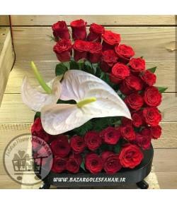 سبد گل رز قرمز با آنتریم - 309